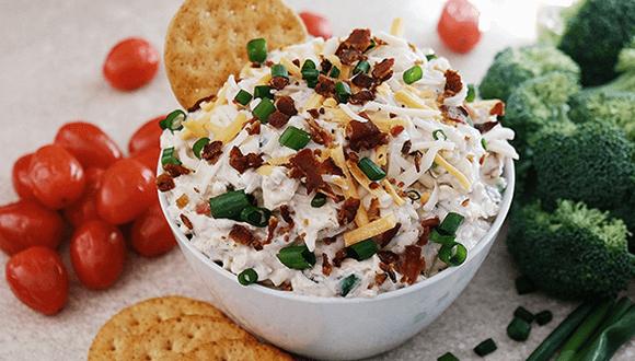 F. Ménard | Trempette au bacon, échalotte et fromage avec crudités et craquelins