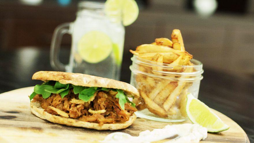 Burger au porc effiloché & mayo relevée à la lime | Recette | F. Ménard