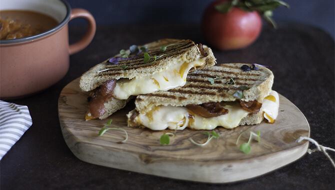 Grilled cheese au bacon et aux pommes | Recette | F. Ménard