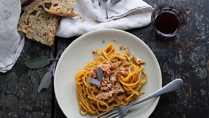 Spaghetti à la crème de courge et crumble de bacon | Recette | F. Ménard